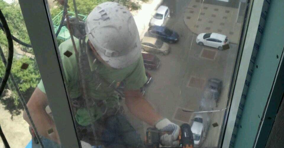 Аккуратная смена стеклопакета на высоте Белгород