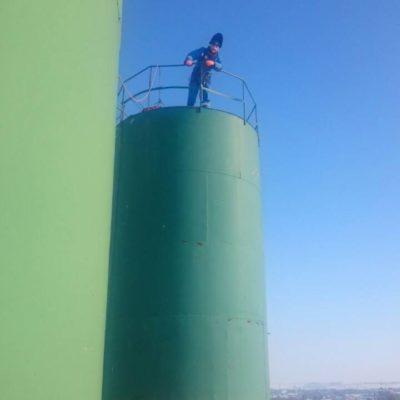 течёт водонапорная башня
