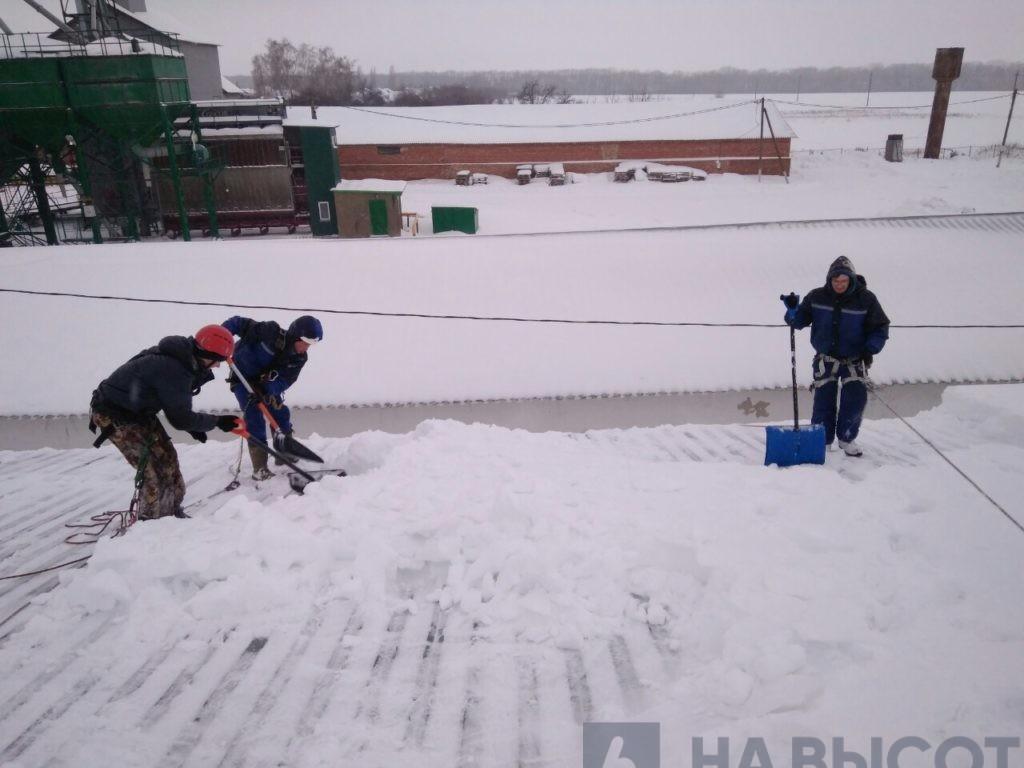 Чистка снега в Белгородской области.Проффесионалы.