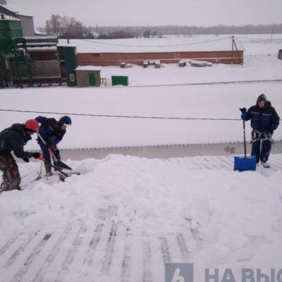Уборка снега с крыш в Белгородской области