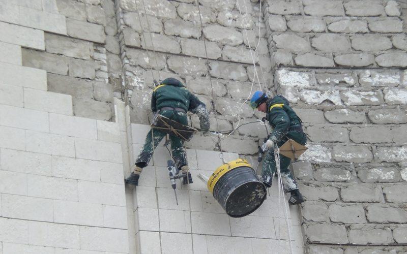 Демонтаж фасадной плитки
