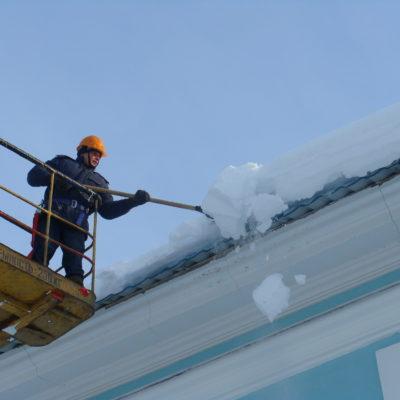 Снятие снега с крыш