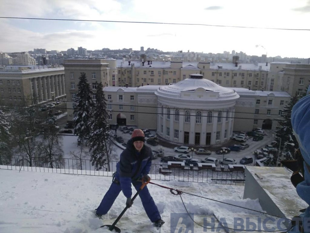 Уборка снега с крыши Белгород