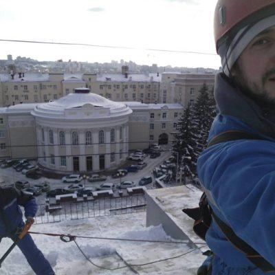 Чистка снега с кровельных и обычных крыш Белгород
