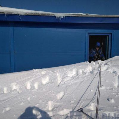 Работа по чистке снега с крыш началась Белгород